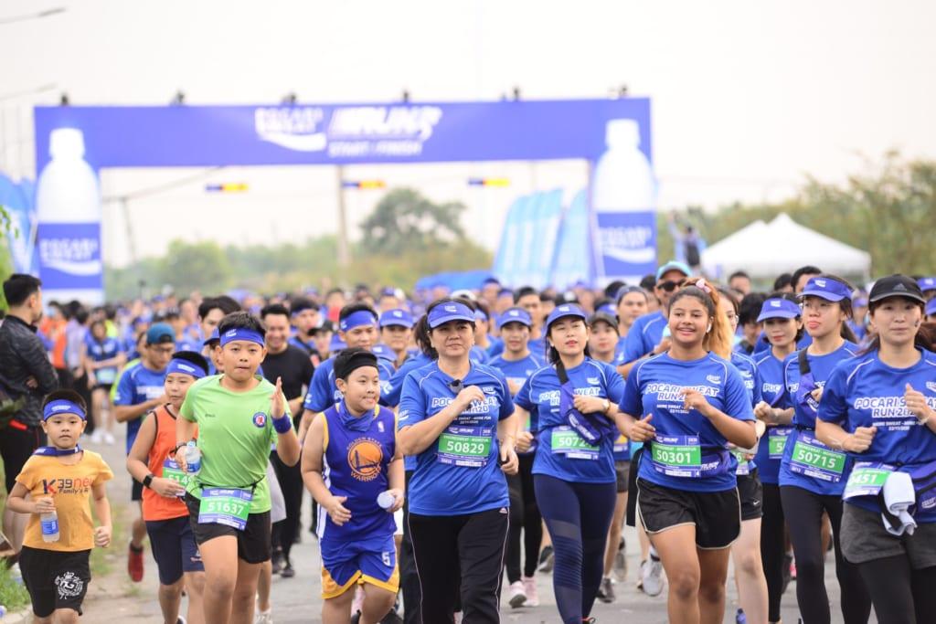 tổ chức chạy marathon 12
