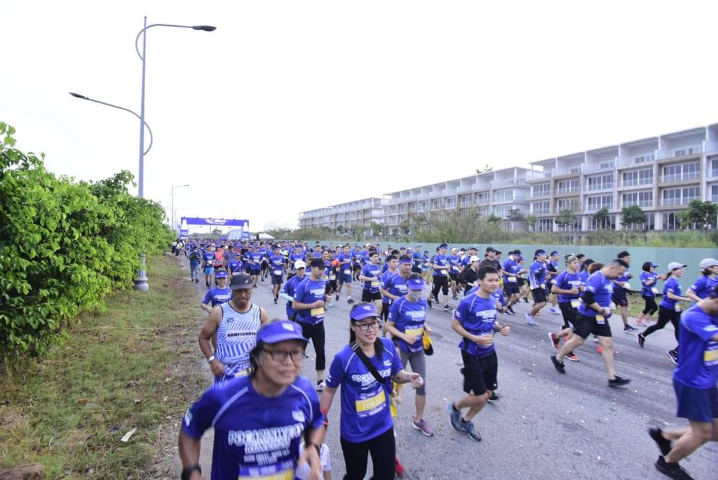 tổ chức chạy marathon 18