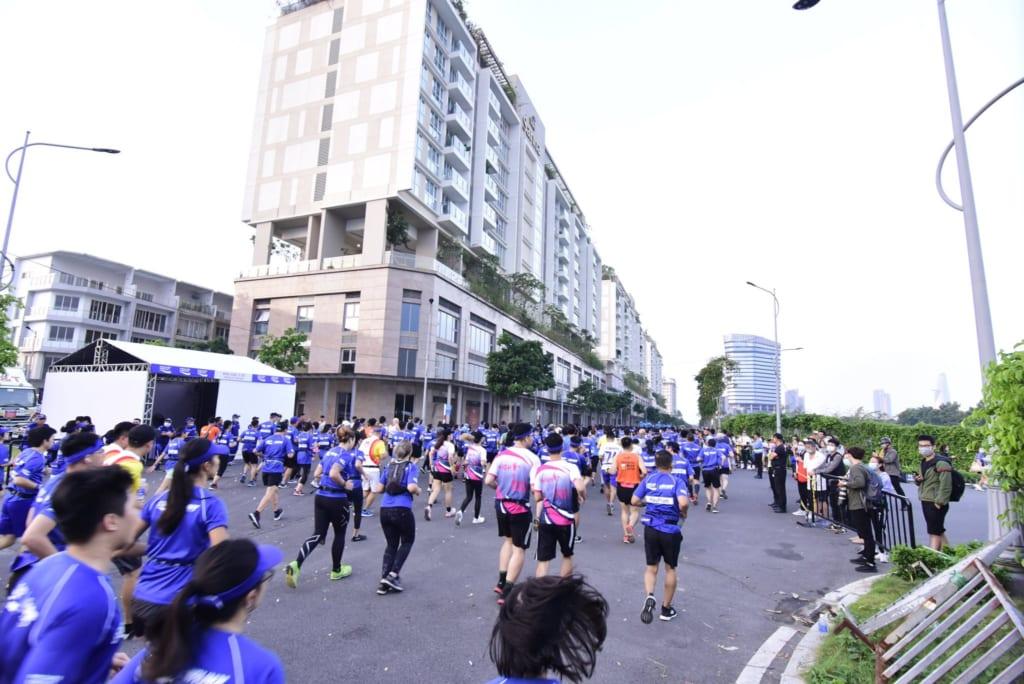 tổ chức chạy marathon 20
